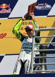 Rossi raising his 3rd place trophy